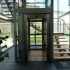 Výtah s novým schodištěm